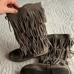 Minnetonka Fringe Boots 8